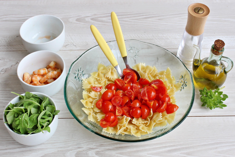 Pasta fredda gamberi, rucola e pomodorini